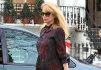 5 Celebrities who avoided maternity clothes