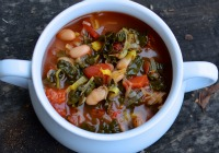 5-Ingredient vegan Tuscan bean soup