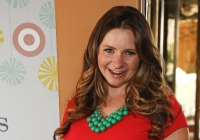 Celeb mom maternity style steals: Beverley Mitchell
