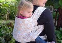 How to make a DIY baby carrier from a tablecloth