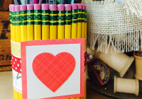 End of year teacher's gift idea: DIY pencil holder