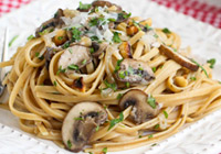 Linguini with mushrooms and a mascarpone cheese sauce