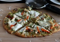 Mediterranean chicken naan pizza with pesto &amp; fresh mozzarella