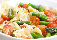 Pasta salad with cherry tomatoes and roasted asparagus