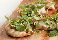 Pear, arugula and blue cheese flatbread pizza
