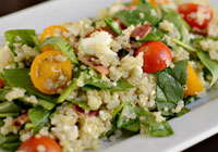 Quinoa salad with spinach, feta and crispy bacon