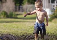 The reason your kids should eat dirt