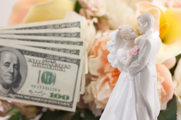 Cake topper with cash