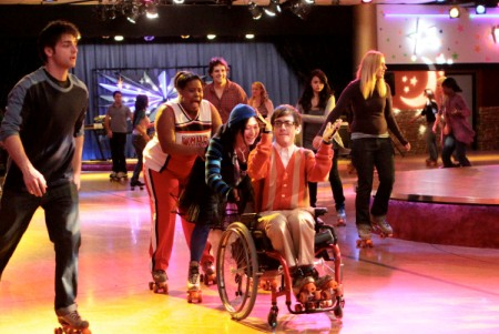 Glee goes to the roller rink