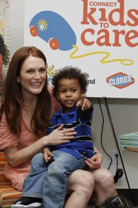 Julianne Moore makes a new friend