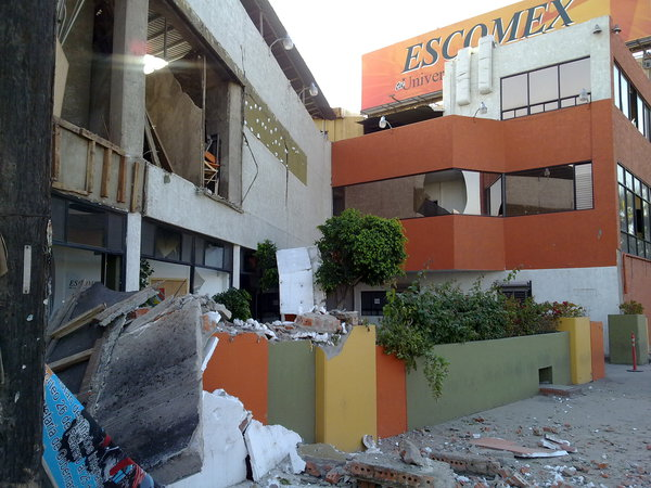 #terremoto Mexicali Edificio Excomex. on Twitpic