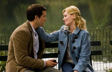 Ryan Reynolds and Elizabeth Banks in Love Actually