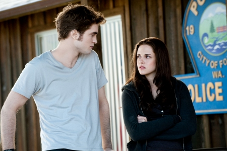 Robert Pattinson and Kristen Stewart in Eclipse