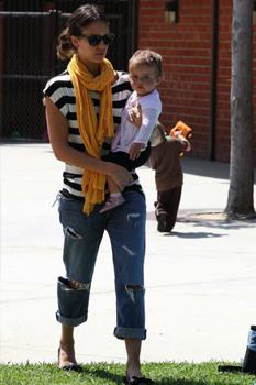 Cute & casual celebrity moms