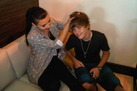 Kim Kardashian messes up Justin Beiber's hair