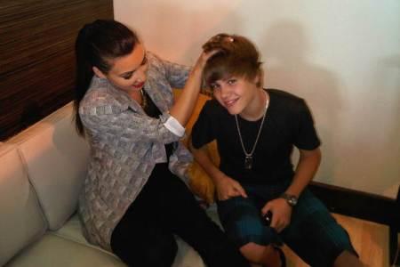 Justin Bieber & Kim handholding!