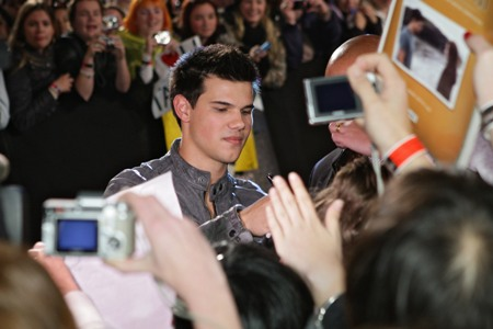 Taylor Lautner meets his Twilight fans