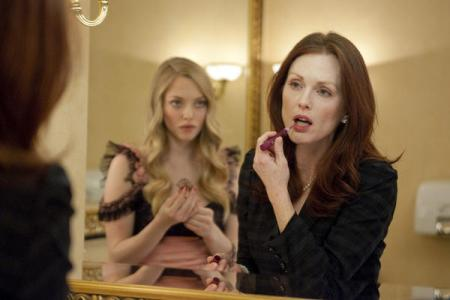 Amanda Seyfried and Julianne Moore in Chloe