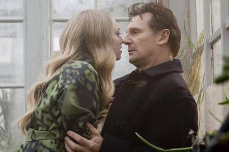 Amanda Seyfried and Liam Neeson in Chloe