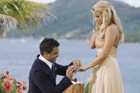 Roberto proposes to Ali on The Bachelorette