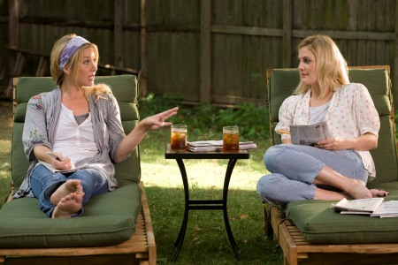 Christina Applegate and Drew Barrymore play sisters in Going the Distance