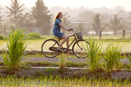 Julia Roberts goes for a ride in Bali in Eat Pray Love