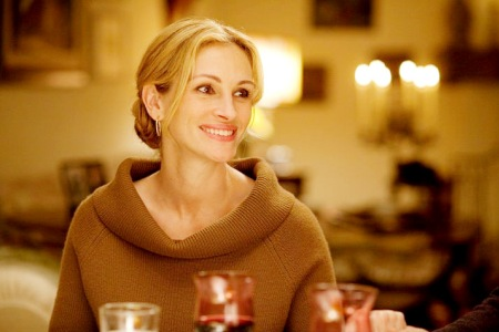 Julia Roberts sits down to dinner in Eat Pray Love