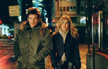 Jason Bateman and Jennifer Aniston talk a walk in The Switch