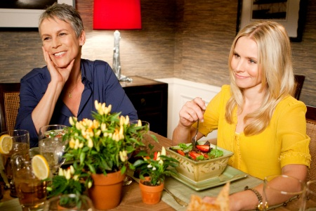 Jamie Lee Curtis and Kristen Bell in You Again