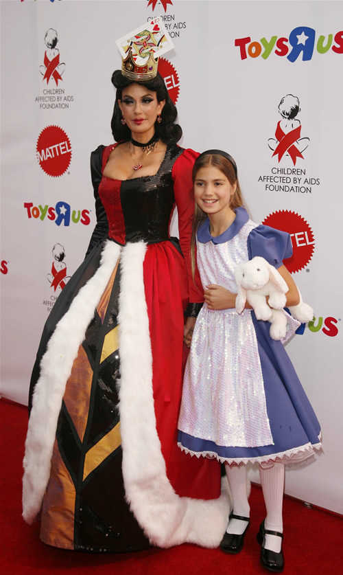 Celerity Halloween Costumes: Teri Hatcher and daughter Hallow