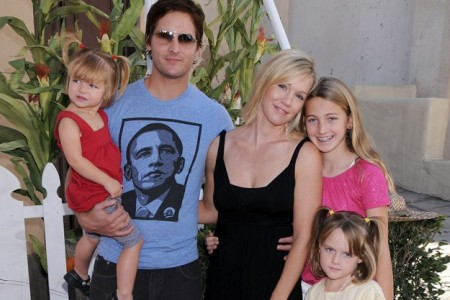Peter Facinelli and Jennie Garth and their family