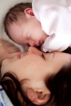 baby and mom co-sleeping
