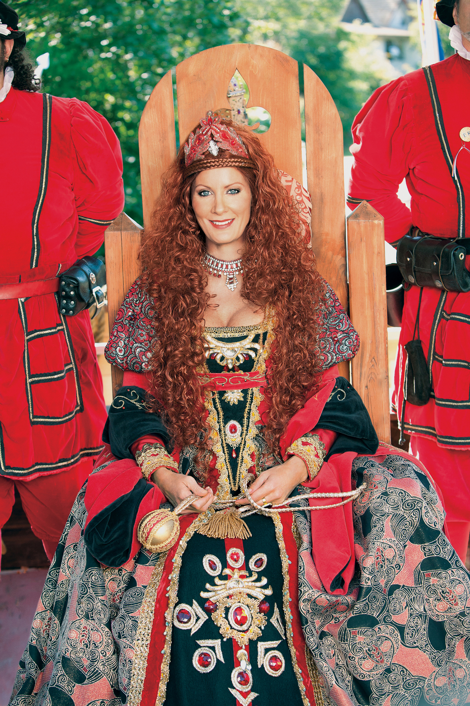 Sandra Lee's Queen Elizabeth costume