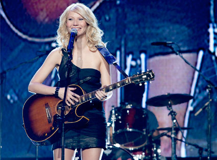 Gwyneth Paltrow in Country Song