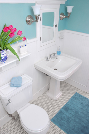 How to decorate a small bathroom for Decorated bathrooms photos
