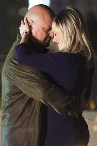 Michael Chiklis and Julie Benz