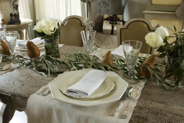Holiday Table 5 Holiday Tablescapes We Love