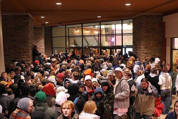 lines of people on black friday
