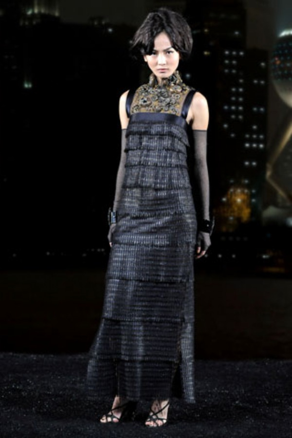 Gwen shortens her Chanel dress