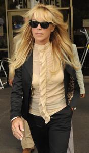 Lindsay Lohan reunites with dad