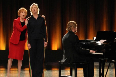 Carol Burnett visits Glee
