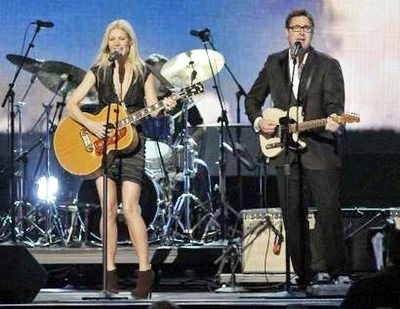 Paltrow's country strong cma debut
