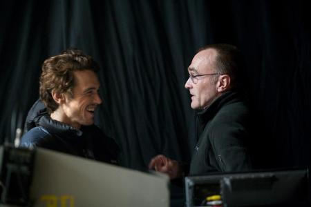 Director Danny Boyle directs James Franco in 127 Hours