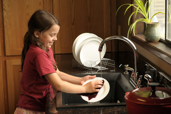 Little girl doing dishes