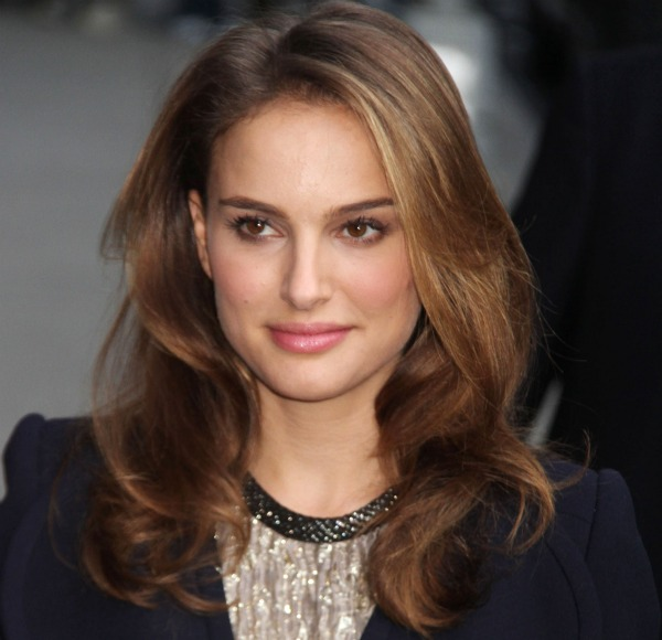 How to get Natalie Portman's loose waves