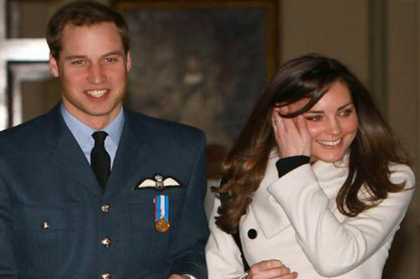 william and kate engagement ring picture. Prince William gave Kate