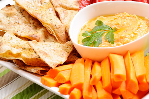 Hummus with carrots and pita