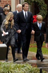 John Edwards and his children attend Elizabeth Edward's funeral