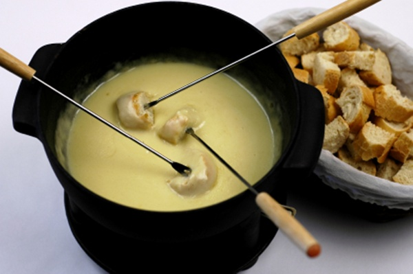 Cheddar and stout fondue | Sheknows.com