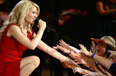 Gwyneth Paltrow performs live in Country Strong